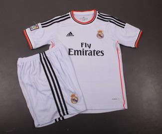kostum Kandang Madrid
