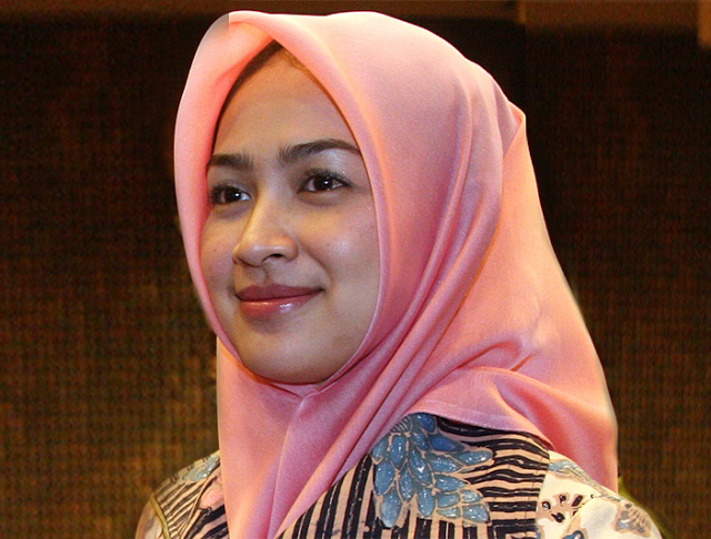 Airin Rachmi Diany | Biodata Airin Rachmi Diany | Foto Airin Rachmi Diany Walikota Tangsel